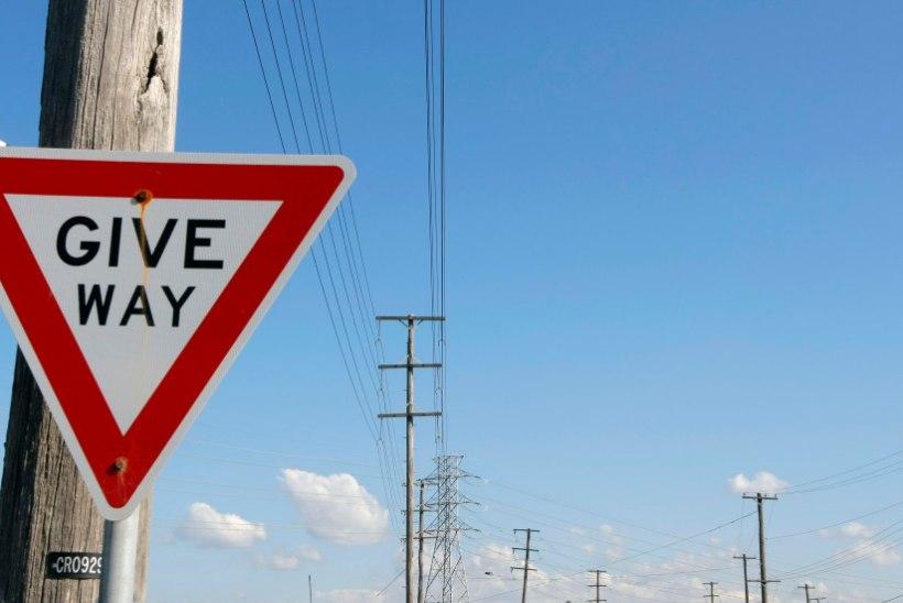 TRAGÖÖDIA AUSTRAALIAS: kolm noort eestlast sattusid liiklusõnnetusse, üks neist hukkus