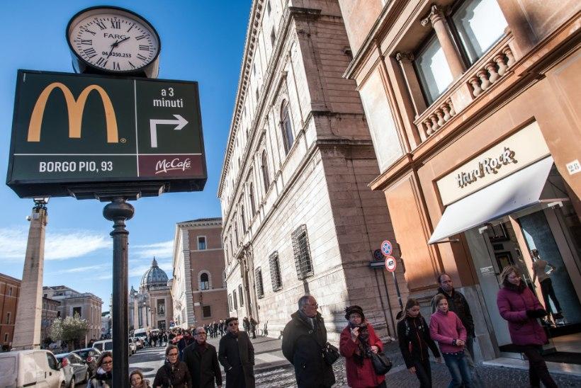 Vastuoluline kiirtoidukoht jagab Vatikanis kodututele tasuta eineid