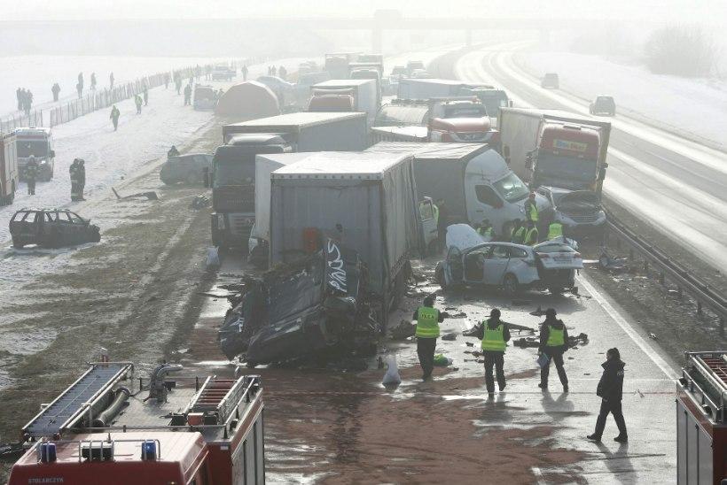 Poolas põrkas kiirteel kokku 68 autot