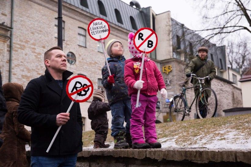Rahvas kogunes Rail Balticu Pärnu trassi väeloitsuga peatama