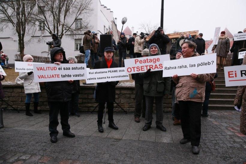 RAIL BALTICU VASTU: sadakond inimest avaldas ministeeriumi ees meelt