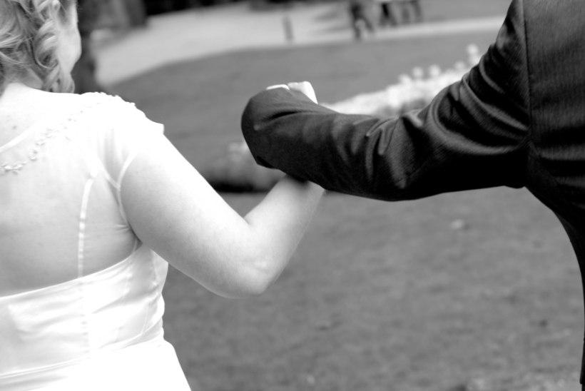 Taanis keelatakse alla 18aastaste abielud