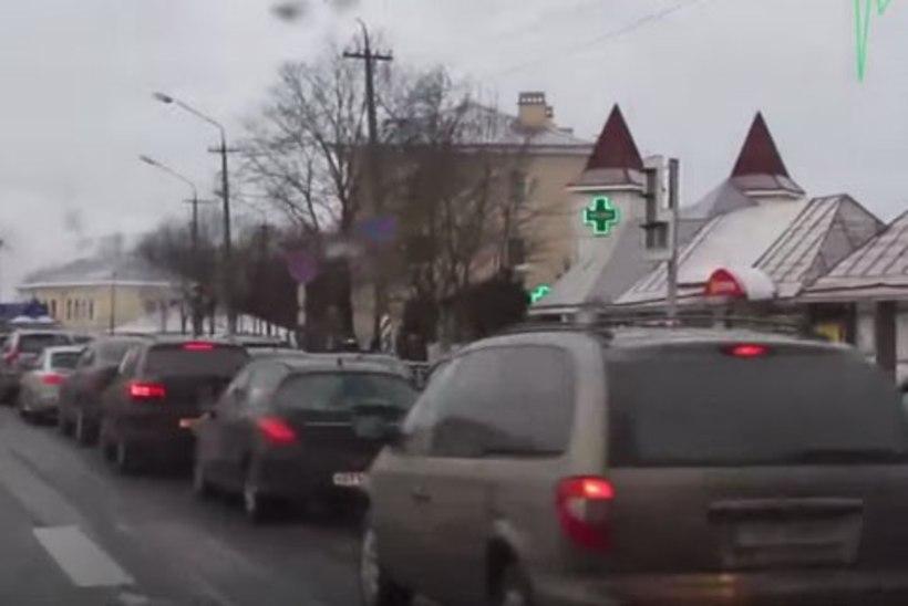 Ivangorodis on piiriületusjärjekorras üle 1000 auto