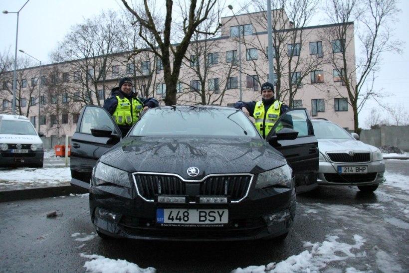 FOTOD | Politsei transportis ajaloolise Tartu rahulepingu orginaaldokumendi turvaliselt Tallinnast tagasi selle sünnilinna