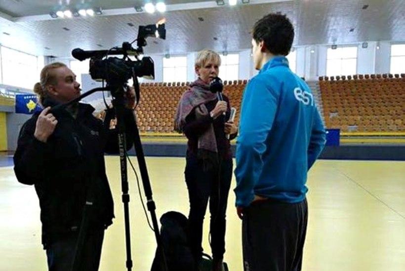 VAHVA KLÕPS | ETV spordireporter Aet Süvari käsipallurit intervjueerimas