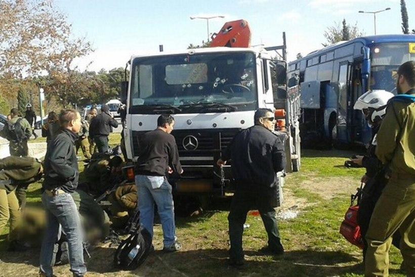Jeruusalemmas rammis terrorist bussipeatuses inimesi