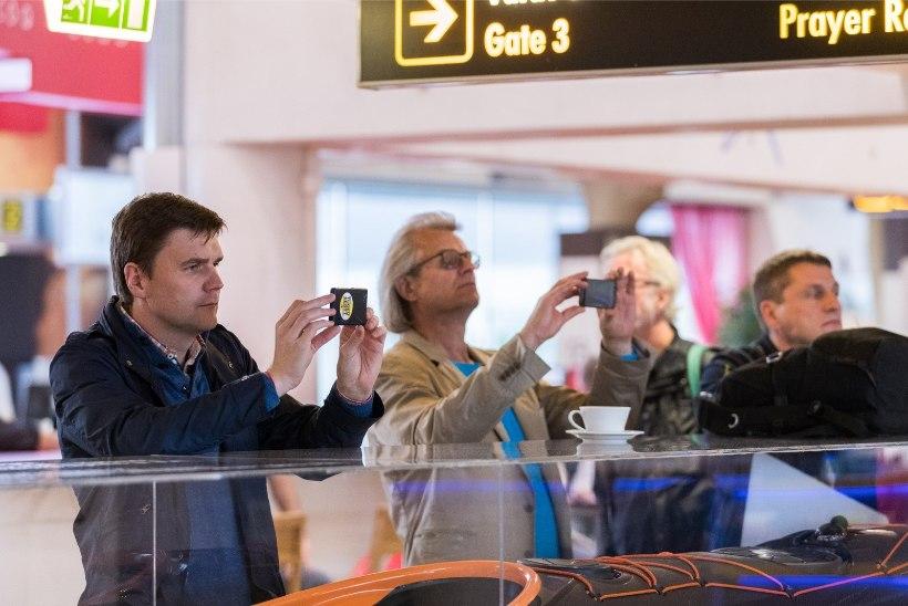 ÕHTULEHE VIDEO JA GALERII | Lennujaamas musitseerinud Evelin Samuel-Randvere: olen varem esinenud katusel, kuid mitte lennujaamas