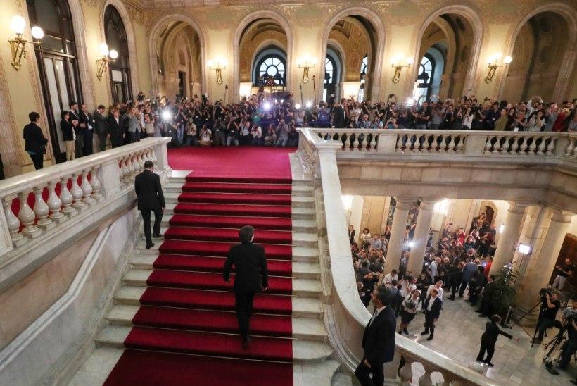 Kataloonia iseseisvuse väljakuulutamine lükkus edasi, ehkki president lubab vabariiki