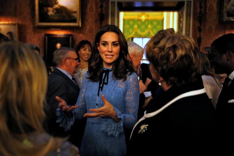FOTOD | Beebiootel Kate Middleton ilmus avalikkuse ette