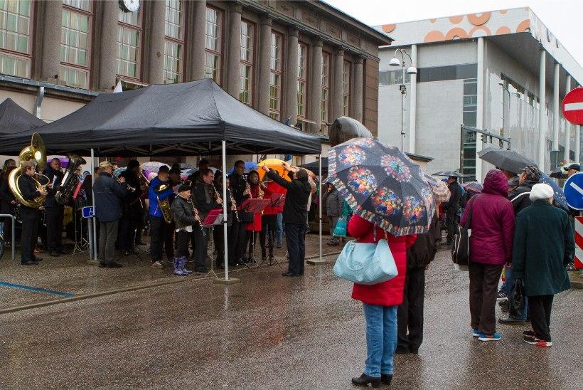 Puljong, pirukad ja pasunad avasid Tartu turuhoone