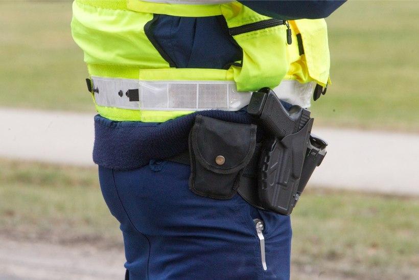 200 SEES! Saaremaal kihutanud mees pandi pooleks kuuks aresti