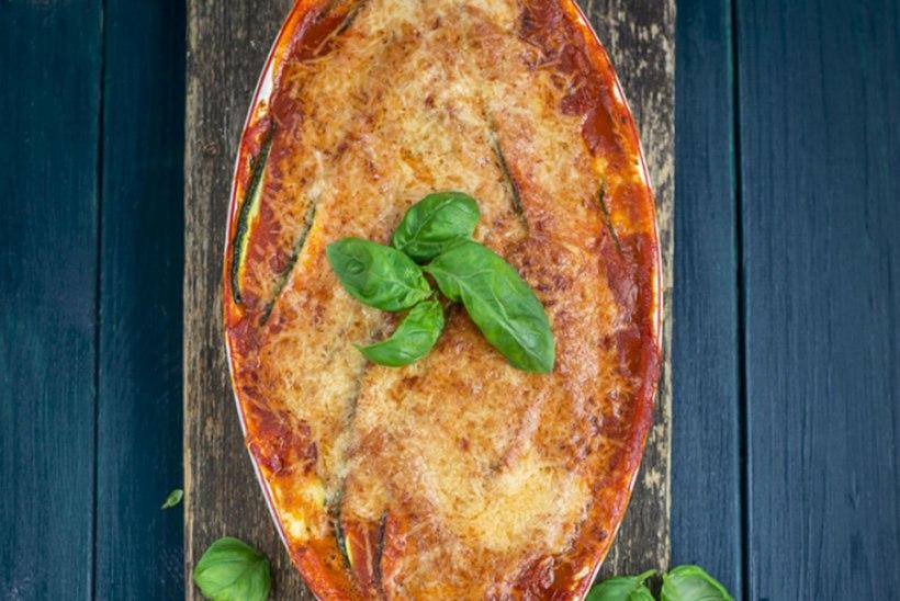 Suvikõrvitsa-parmesanivorm tomatikastmega