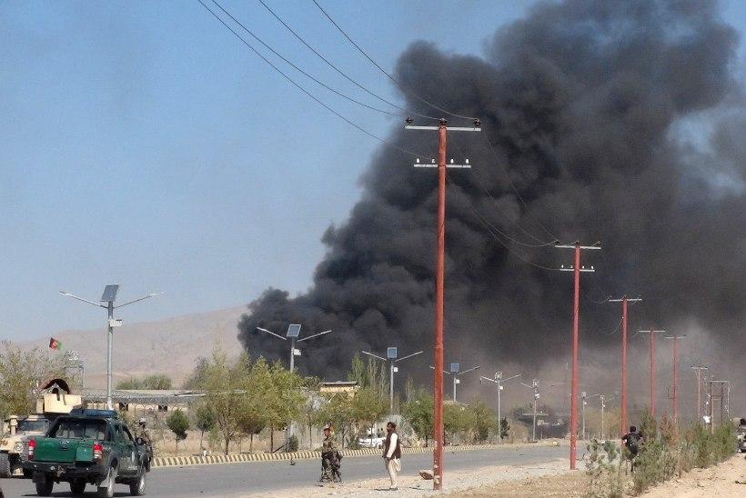 Afganistanis hävitasid kaks Talibani enesetapupommarit sõjaväebaasi