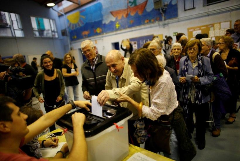 Katalaan iseseisvuse poolt hääletamisest: hääletamine läks aeglaselt, sest Hispaania valitsus segas pidevalt servereid