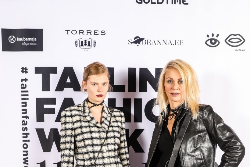 STAARISTIIL: supermodell Alexandra Elizabeth Ljadov kannab uhkusega ema ülikonda