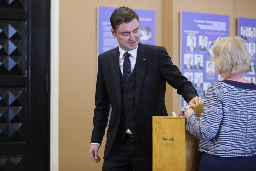 FOTOD | Riigikogu aseesimeesteks valiti Enn Eesmaa ja Hanno Pevkur