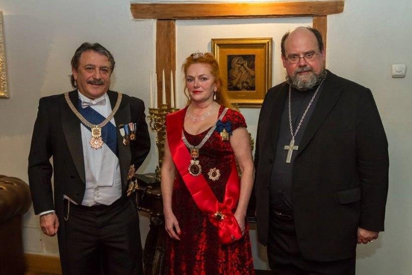 Смотри, кто пришел на ужин Ревельского союза Благородных Дам