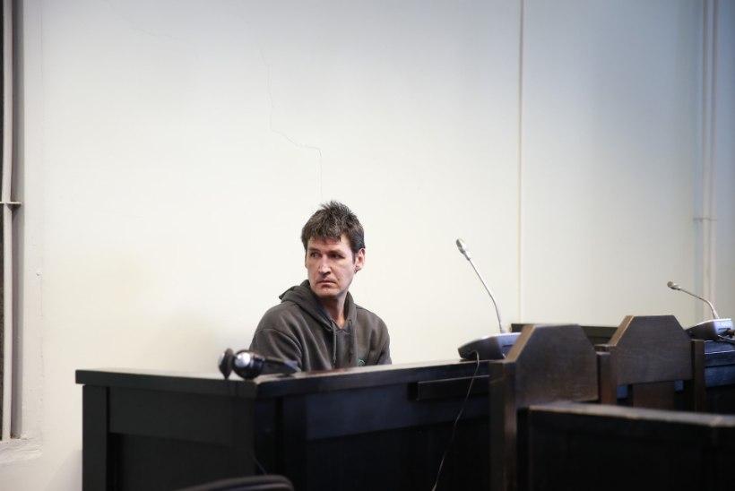 Mahajäetud hoones kodutu tapnud mees astus kohtu ette