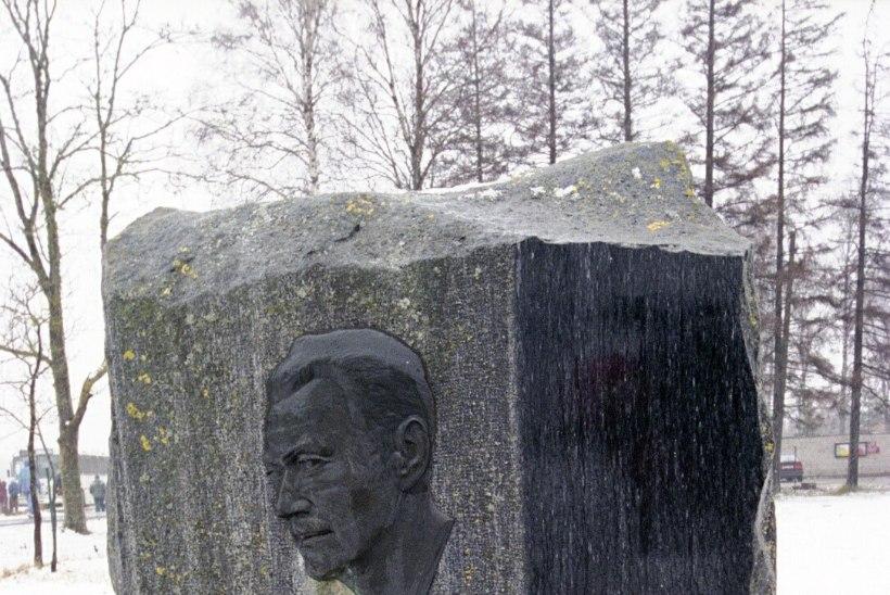 Karl Ristikivi põrm sängitati kirjaniku ema kõrvale