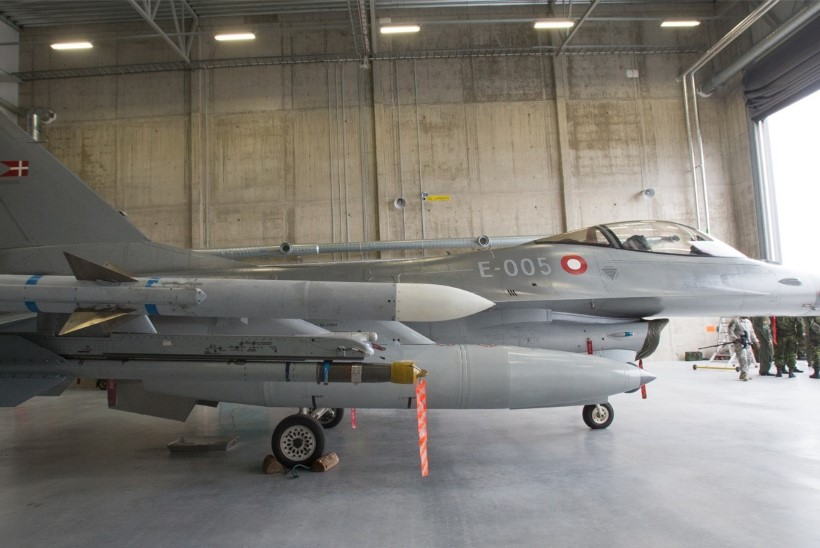 NB! Hävitajad F-16 teevad madallende