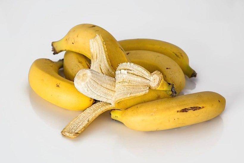 4 üllatavat toiduainet, millega lihtsalt ja odavalt hambaid valgendada!