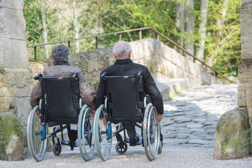 EMA SÜDA: 98-aastane ema kolis hooldekodusse, et hoolitseda 80-aastase poja eest