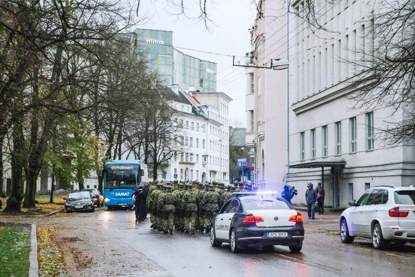 GALERII JA VIDEO | Sõdurid marssisid aastapäeva puhul Raua tänavale