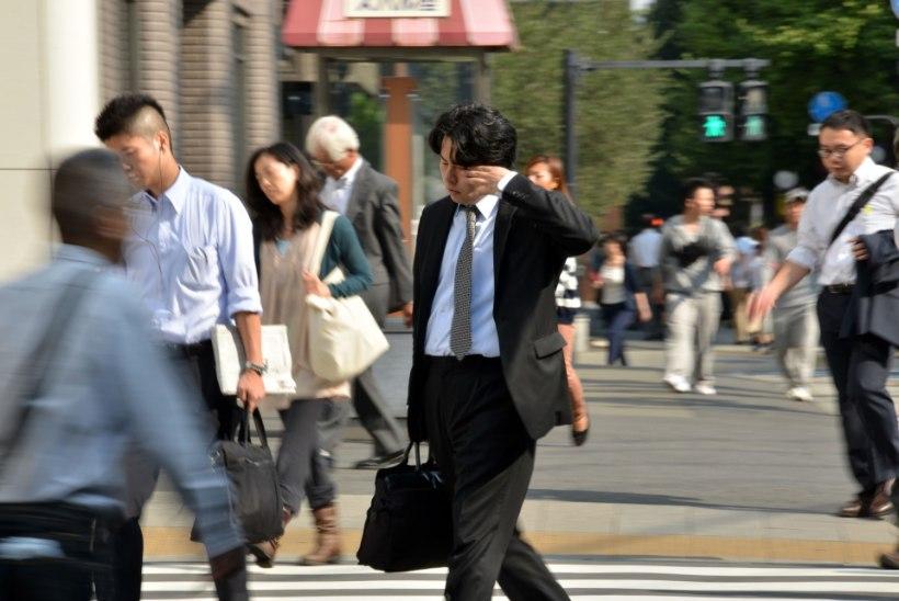 Ületöötamine viis noore Jaapani ajakirjaniku hauda