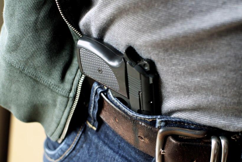 Liikluskonflikti üks osaline haaras püstoli: kriminaalmenetlus siiski lõpetati