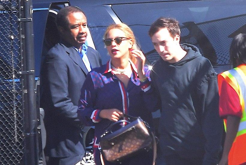 FOTOD | Beyoncéd ja Jay Z-d nähti esmakordselt oma kaksikutega linna peal