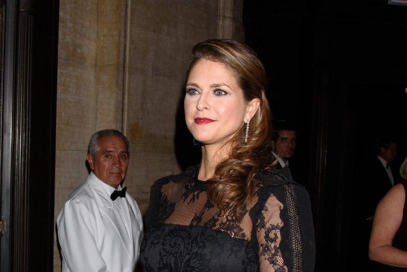 Lapseootel printsess Madeleine säras galal seksikalt selga paljastavas kleidis