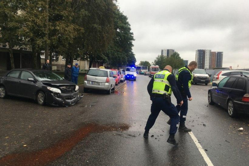 Põhja-Tallinna räppar Kenneth Rüütli sattus avariisse: päris tugev laks oli, auto läheb mahakandmisele
