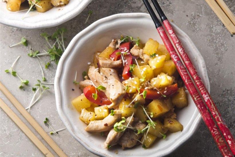 Kleepuv kana ananassiga