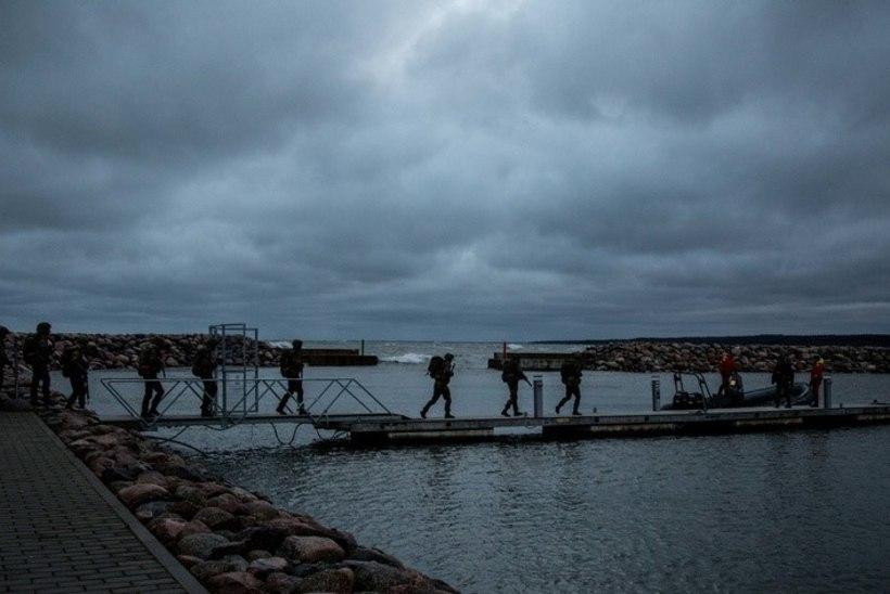 VIDEO JA GALERII   Üle saja tulevase allohvitseri sooritas meredessandi ja rännaku