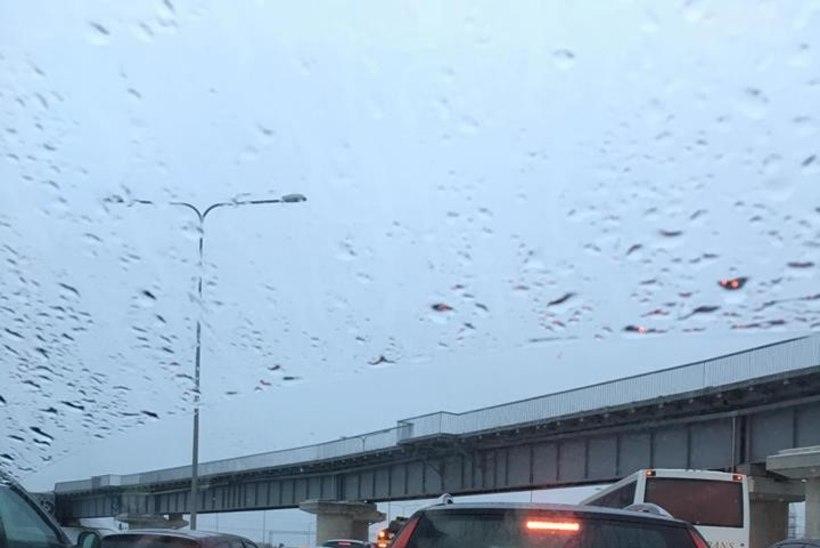 FOTOD | Peterburi teel Tallinnasse sissesõidul on kolme avarii tõttu  suured ummikud