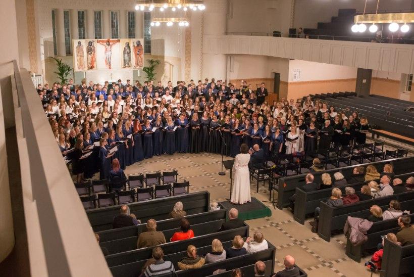 GALERII | 1400 lauljat ja 71 laulu: Räbalates kiriku totaalse muutumise heaks