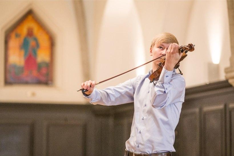 FOTOD JA VIDEO | Pillifondi kogu täienes enam kui 400 aasta vanuse viiuliga