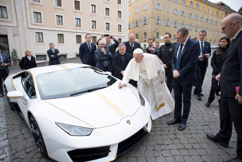 FOTOUUDIS | Rooma paavstile kingiti luksuslik Lamborghini Huracán