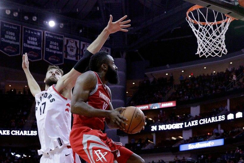 VIDEO   Päriselt?! Korvpallitäht tegi pesuehtsa jooksu, kuid valiti ikkagi NBA parimate soorituste hulka