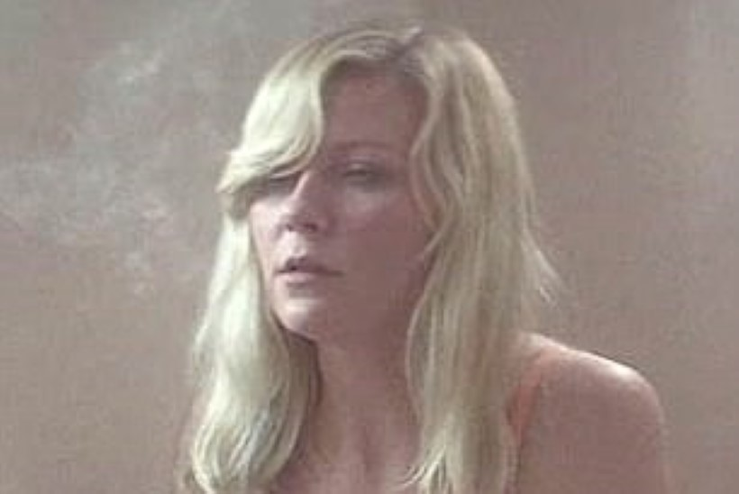 OHOH! Kirsten Dunst suitsetab uues filmis pesuväel kanepit