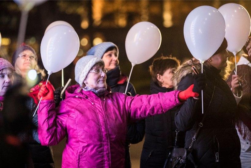 GALERII | Tantsijad pööravad Vabaduse väljakul 100 aasta liivakella