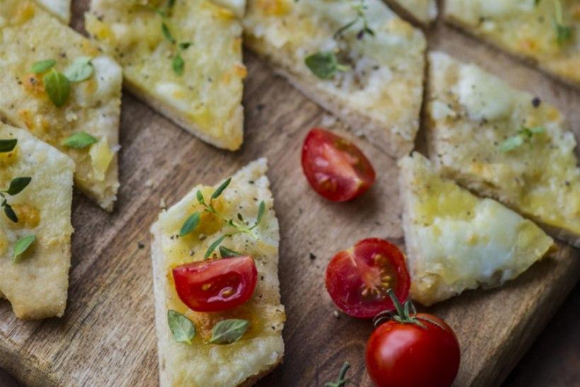 Pitsasuupisted küüslaugu ja mozzarella'ga