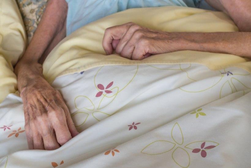 """""""Eakad ei sure hooldekodudes mitte vanadusse, vaid nälga ja janusse!"""""""