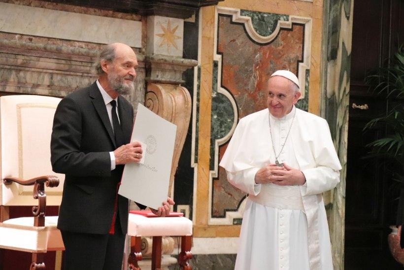 FOTOUUDIS | Paavst Franciscus andis Arvo Pärdile maineka autasu