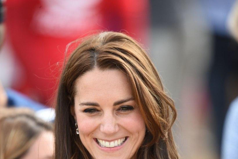 Hertsoginna Kate ei tohi küüsi punaseks lakkida