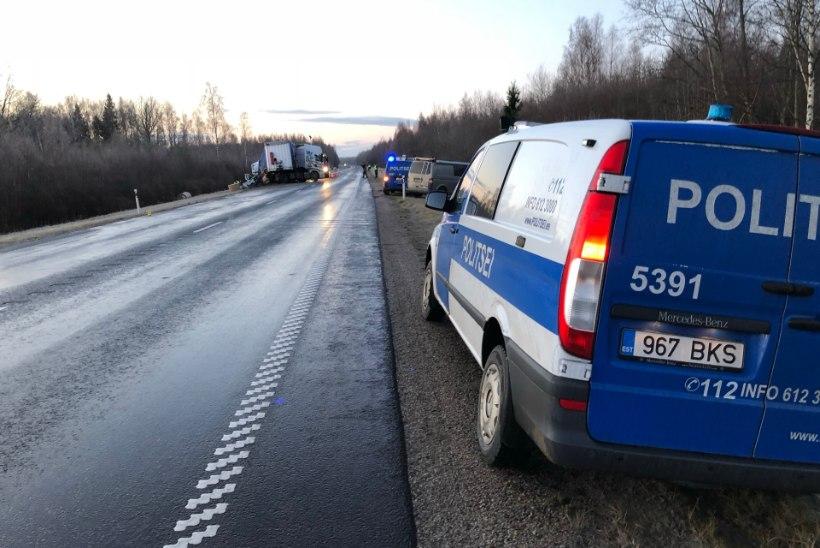GALERII | Pärnumaal hukkus avariis poolakast kaubikujuht