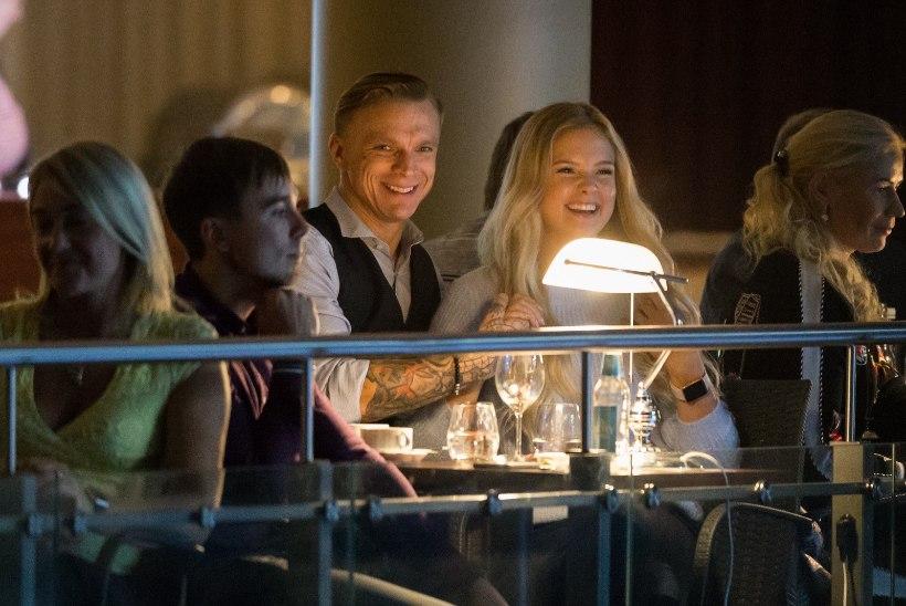 FOTOD | Kes otsib, see leiab: Tanel Padar nautis Kanepi-Kontaveidi mängu blondi kaunitariga