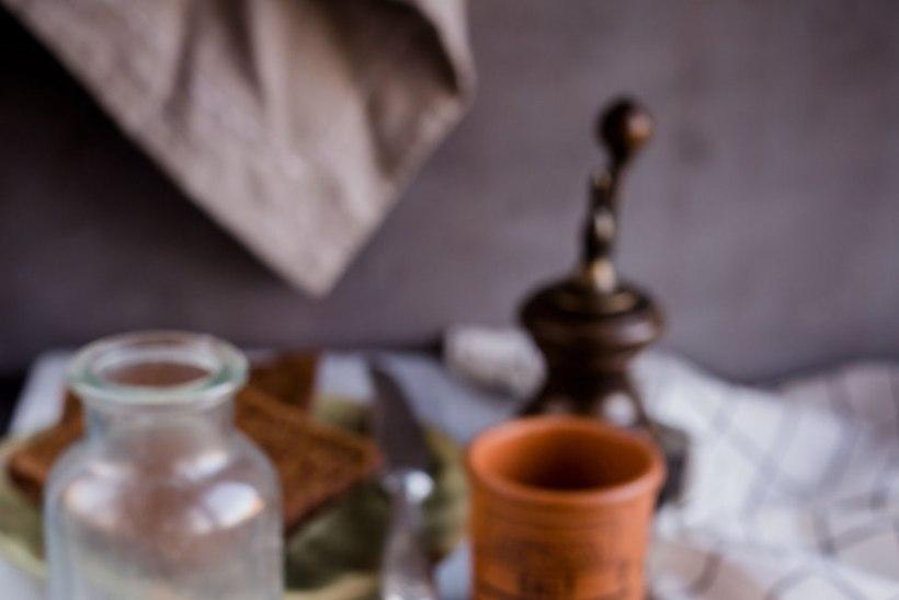 KADRIPÄEVAROAD TEEVAD TUJU RÕÕMSAKS: juustune hernesalat peekoniga
