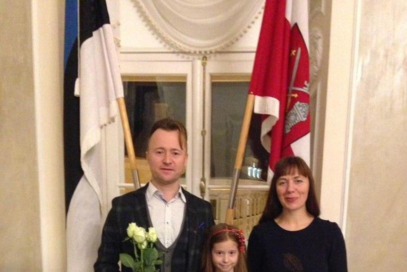 PALJU ÕNNE! Muusik Ruslan Trochynskyi sai pidulikult kätte kodakondsustunnistuse!