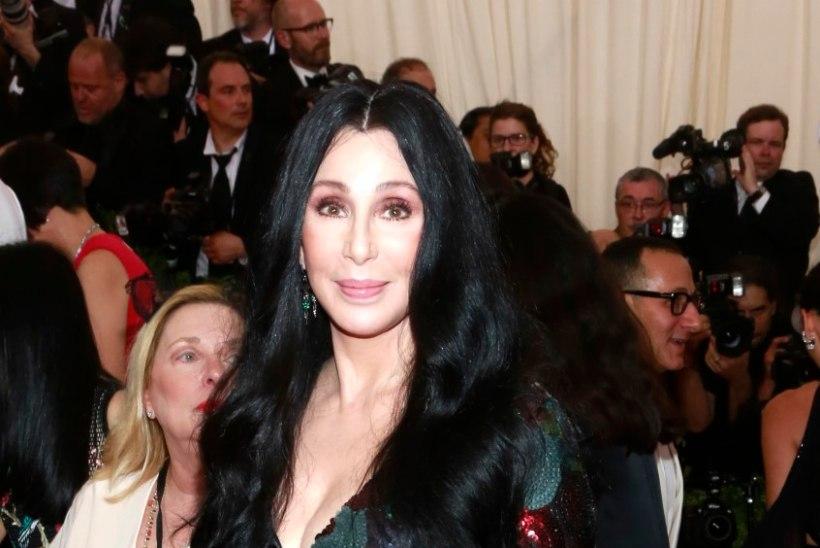 71-AASTANE JA IKKA POOLPALJALT LAVAL: vapustav Cher ei vanane iial!